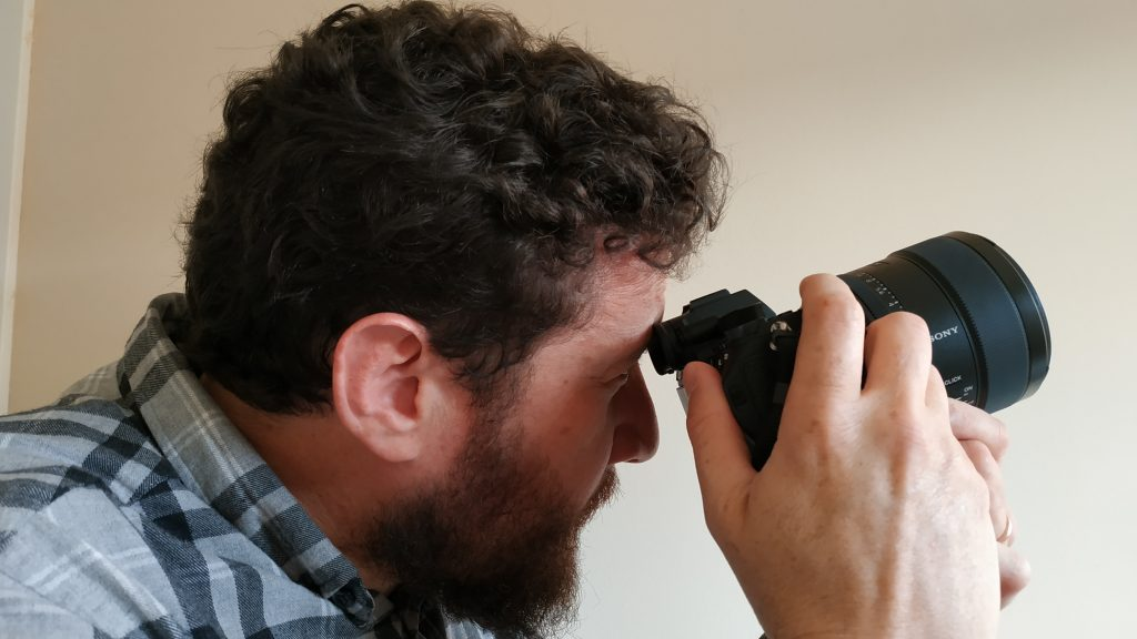 Posición den enfoque al ojo con punto central